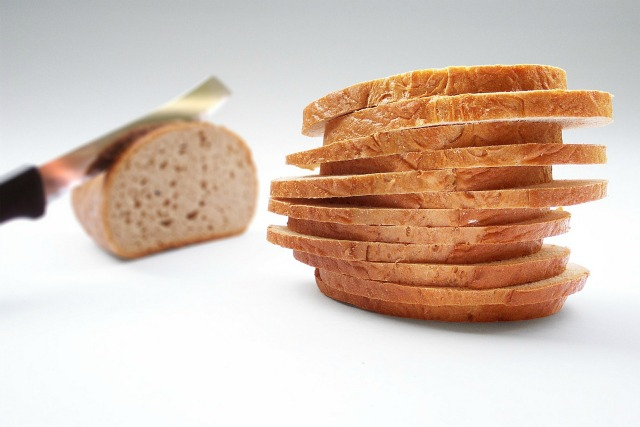 What's the best way to slice homemade bread